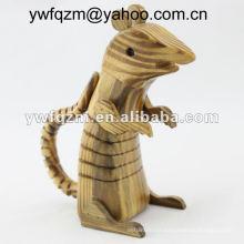 ratón artesanal de madera