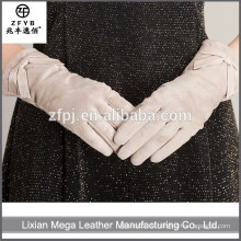 Neuer Entwurfsart und weise niedriger Preis weiße Fingerlose lederne Handschuhe mit hohem Quanlity