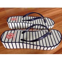Schöne Gummi-Keil-Sandalen mit kundenspezifischem Design