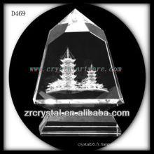 Modèle de bâtiment laser K9 3D à l'intérieur de la pyramide de cristal