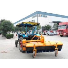 Straßenkehrmaschine auf Traktor