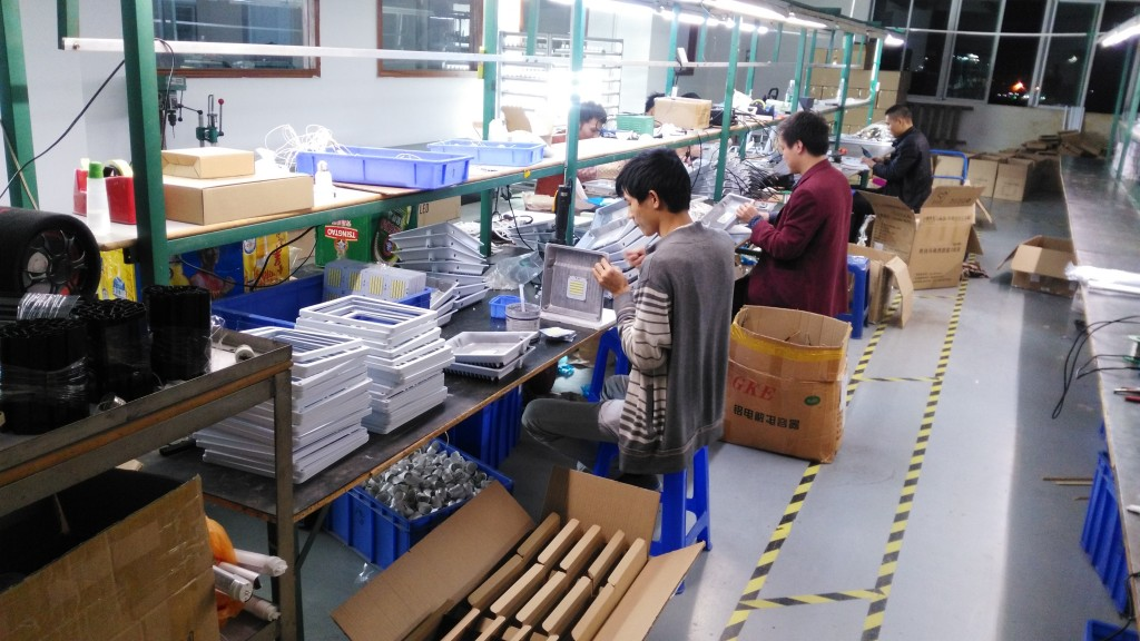 30W 50W White housing SMD led flood light in production line