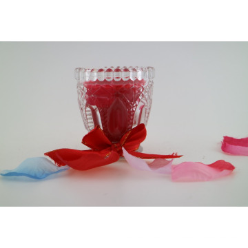 Bougie multicolore en cire de soja dans une bouteille en verre à vin et bougies pour décoration de maison
