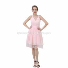Le dernier parti portent la robe de soirée rose de mini col de v