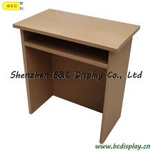 Les élèves utilisent une table en carton / carton (B & C-F005)