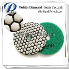La surface concrète en pierre finit le tampon de polissage de résine de diamant