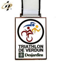 O triathlon feito sob encomenda da liga de zinco de bronze antiga ostenta medalhas com colhedor