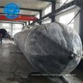 Sac à air flottant se déplaçant de navire à feuilles persistantes soulevant le sac à air d'amarrage en caoutchouc marin