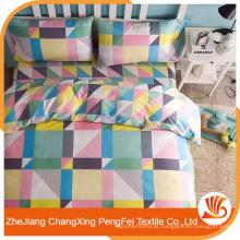 Desenhos clássicos de folhas de cama por quadrado e faixa