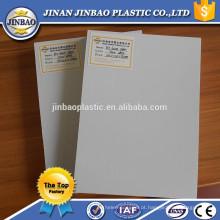 imprimindo a folha impermeável do pvc para o cartão da identificação
