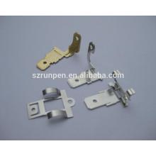Carimbando as peças do interruptor da campainha de aço