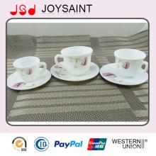 Кофейные чашки и тарелки