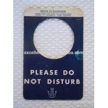etiqueta para colgar la puerta