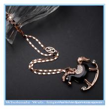 Dernier collier de cristal en forme de cheval 18k en or avec brillant