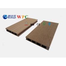 Decking de madeira projetado impermeável do revestimento de 135X25mm WPC