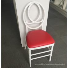 Cadeira de Resina Branca de Fênix Branca com Almofada Vermelha