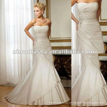 Sumptuous Crystal Embellishments e Touches of Couture Detailing adicionar sofisticação real ao vestido de noiva de tafetá de seda