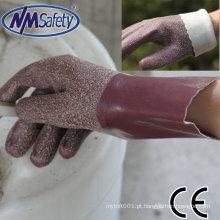 Luva NMSAFETYlatex que faz a máquina