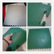 2017 nouveau produit avec plancher d'intérieur de haute qualité de sports d'interlock de PVC pour la cour de football / futsal