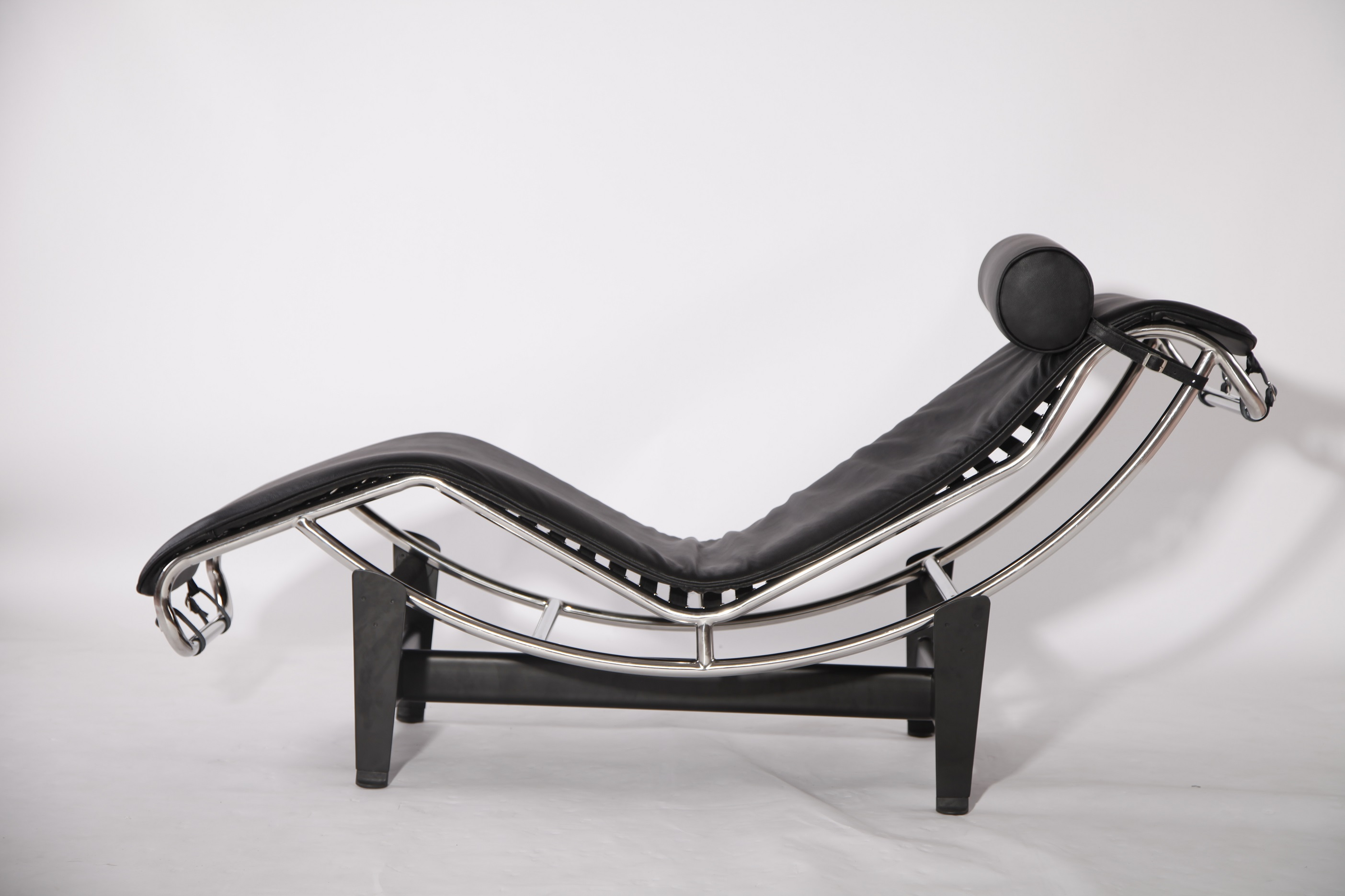 LC4 lounge chair replica
