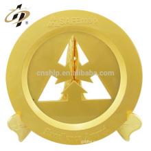 Diseño personalizado profesional su logo regalos del día de san valentín oro mate ahueca hacia fuera la placa de metal de recuerdo