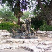 parc à thème sculpture métal artisanat bronze lion et statue de tigre
