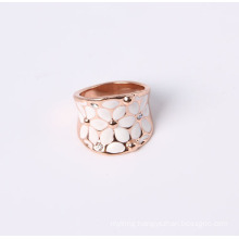 Fashion Design Jewelry Ring with Flower and White Enamel