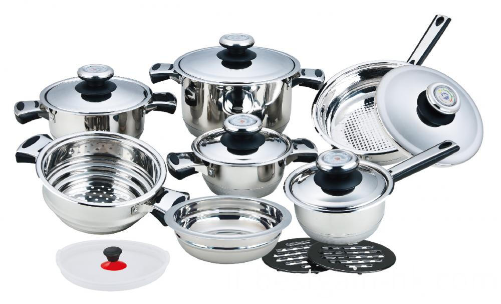 Cookware Set with Wide Edge