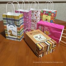 Alles Gute zum Geburtstag sie Party-Geschenk-Beutel-Süßigkeit, die Kraftpapier-Geschenk-Beutel mit Griffen verpackt