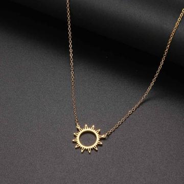 Collar Tarjeta de regalo de bendición Pequeño y delicado Oro Sol Dios Luz con cadena colgante Elegante Gargantilla de vestuario Joyería