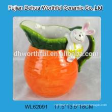 Керамический молочный кувшин с фигуркой из кролика