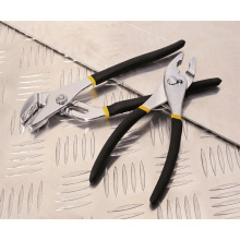 """A mão utiliza ferramentas o aperto Matt 10 """"da junção dos alicates multi a decoração do OEM"""