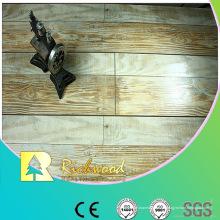 12.3mm AC4 Hand geschabter Eiche V-gerillter lamellenförmig angeordneter Bodenbelag