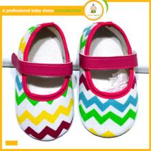 Los zapatos de bebé venden al por mayor 2015 el nuevo cabrito colorido encantador del chevron de la nueva llegada de la llegada calza los zapatos de vestido