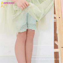 Internationaler heißer Verkaufs-Entwurf fertigte Mädchen-Spitze-Kurzschluss-Kleid-Hosen besonders an