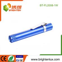Fabrik-Massenverkauf 1 * AA batteriebetriebenes Metallmaterial-preiswertes weißes Licht führte medizinische Fackel-Licht mit Klipp