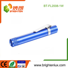 Vente en vrac en usine 1 * AA Matériaux en métal à batterie Équipement à bas prix Lumière blanche Led Medical Torch Light avec Clip