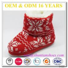 Heiße verkaufende rote Schneeflocke strickte Hornknopf-warme Innenaufladungen für Kinder