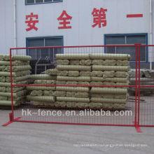 Блокируя стальные барьеры для сдерживания толпы, линия разграничения