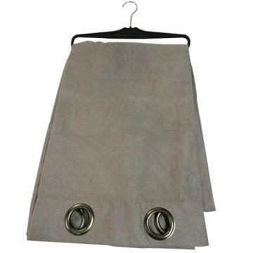 Cortina de tecido cinzento janela