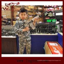 Tática nos militares do exército uniforme para as crianças no Camo