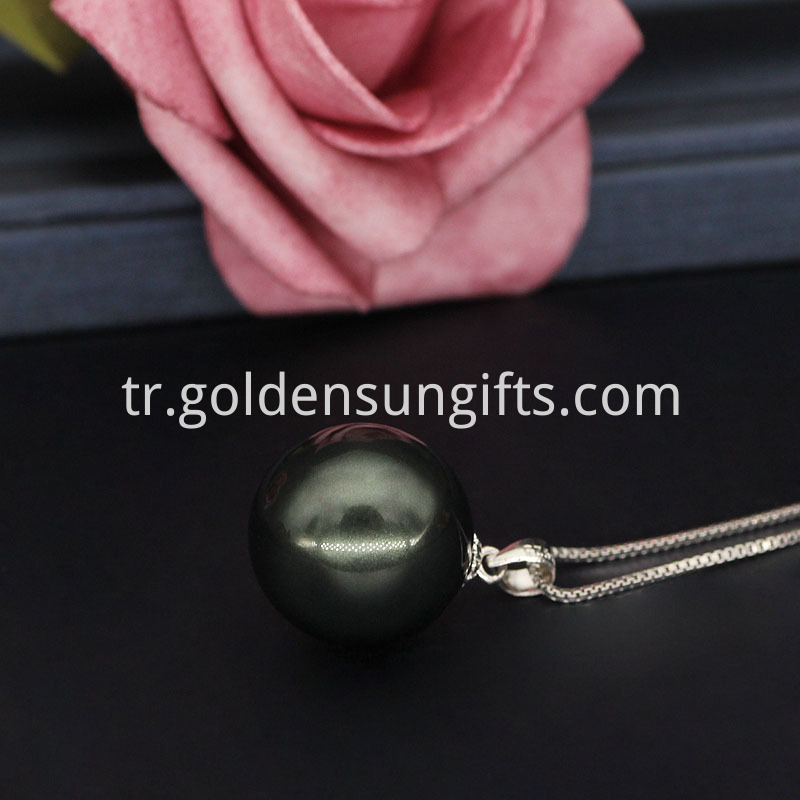 Color Shell Pearl Pendant