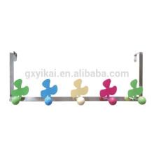 Металлическая вешалка для ванной с цветком