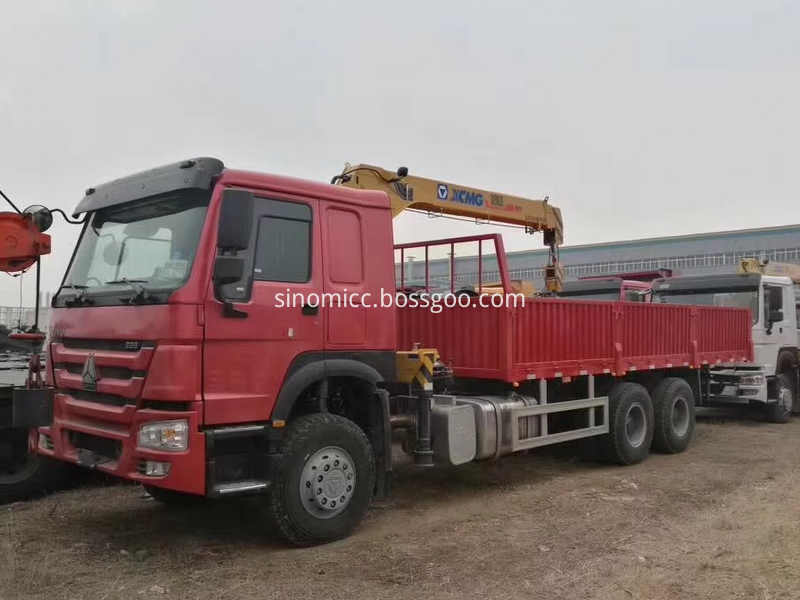 Red Color Truck Mounted Crane