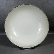 Фарфоровый набор столовой посуды с золотой оправой