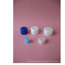 Capuchons en plastique pour bouteilles et tubes