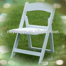 Chaises pliantes en résine de mariage blanches matelassées à vendre