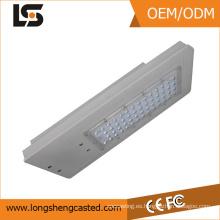 La aleación de aluminio de ADC12 a presión la vivienda de la fundición con el proceso del espray para la luz de calle llevada solar