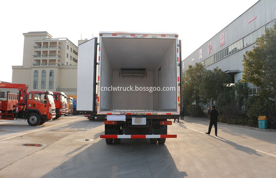 dongfeng 4x2 cargo truck 5