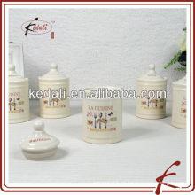 Pequeños tarros de especias de cerámica con calcomanía